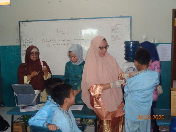 Kegiatan BIAS (Bulan Imunisasi Anak Sekolah) di SD al-Rasyid